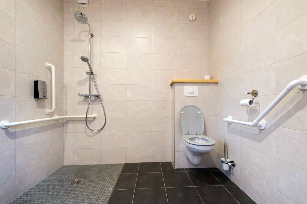 Salle-de-bain-handicapée-2